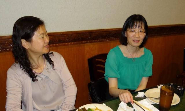前秘书长孙艳玉(左)和新秘书长王宁