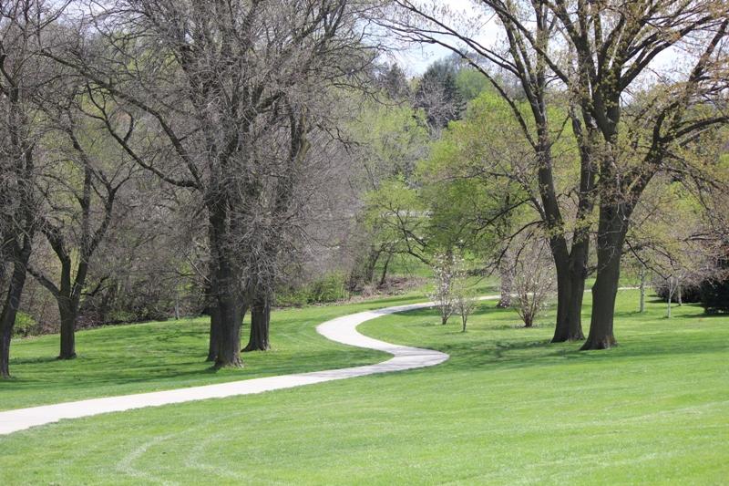 纪念公园(Memorial Park)边小径。