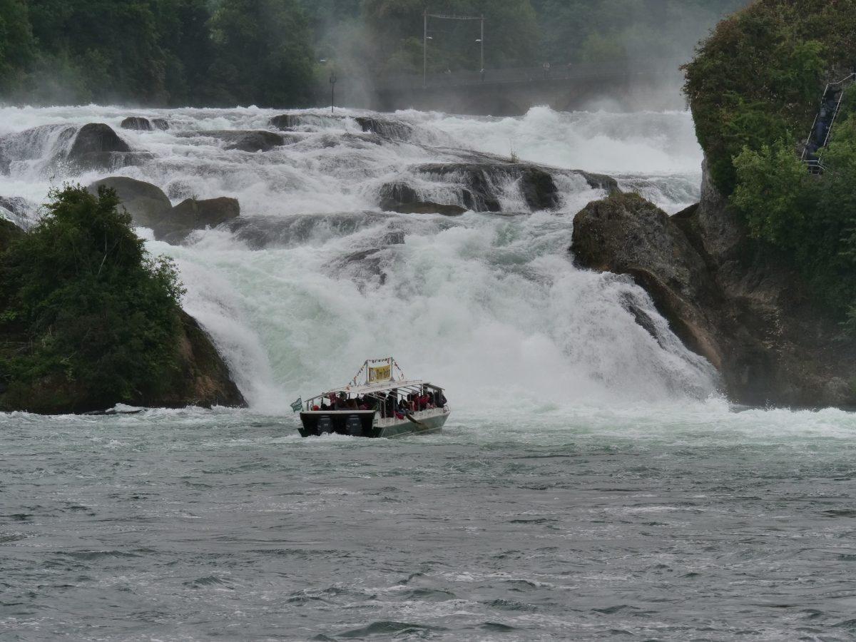 欧洲流量最大的瀑布 — 莱茵瀑布