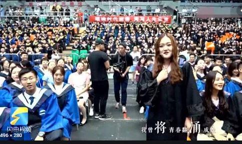 青岛大学毕业典礼一首高音版《起风了》点燃全场